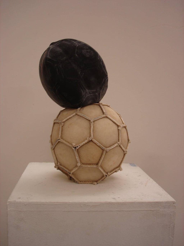 Jeremias Bucher, «Fussball», 2007, Lederfussball umgestülpt, ca. 22 x 22 x 40 cm
