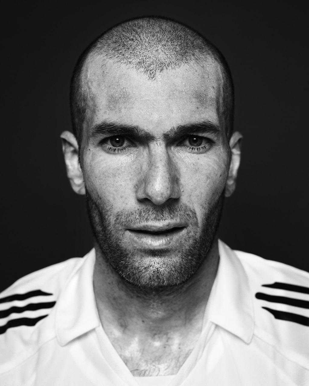 Mathias Braschler & Monika Fischer, «Faces of Football», 2005/06, Zinedine Zidane, Schwarzweiss-Fotografie auf Aluminium, 80 x 100 cm