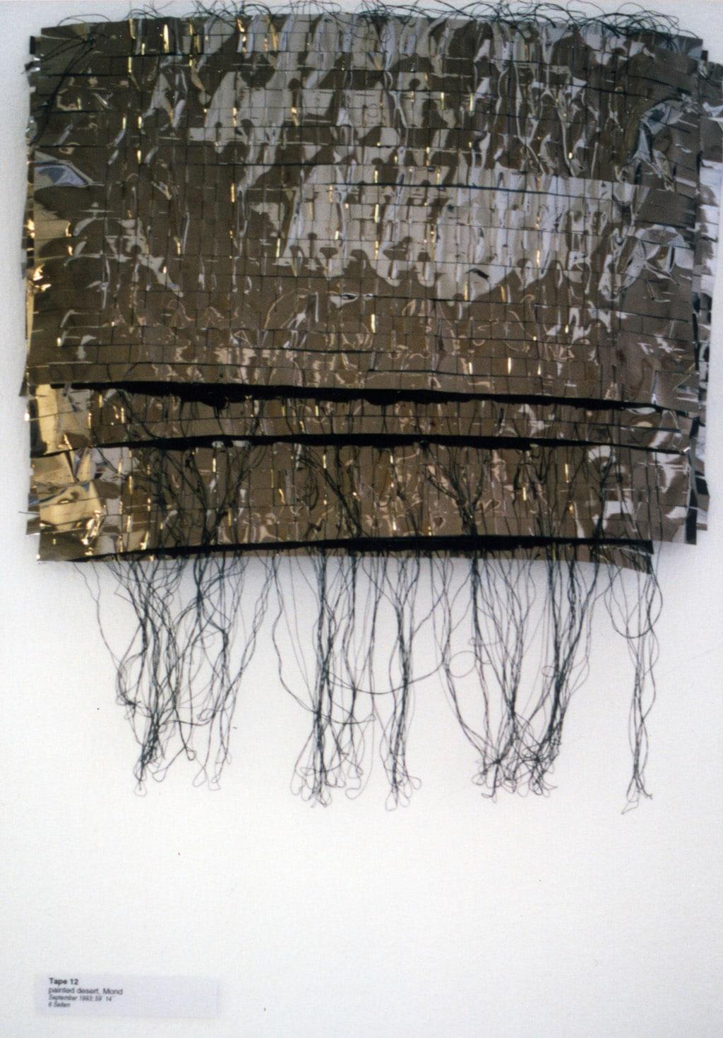 Hildegard Spielhofer, «Ich habe mir meine Erinnerung zerstört», Tape 1-22, 1996, Objekt aus geflochtenen Videobändern; Courtesy Hildegard Spielhofer