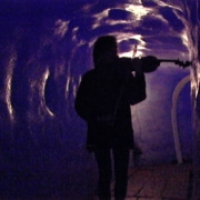 Charlotte Hug, «Im Rhonegletscher», 1999, Performance; Foto: Alberto Venzago